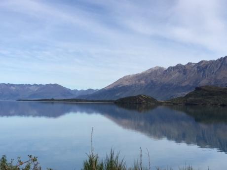 ワカティプ湖の湖面に南島の山々が写って美しい!