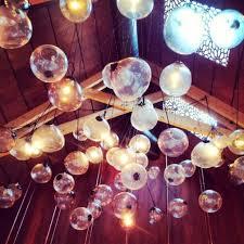 Ortolana の特徴のある照明。流行ですね。