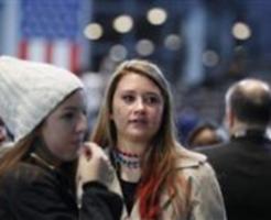 民主党集会で肩を落とすクリントン氏の支持者=9日、ニューヨーク(共同)