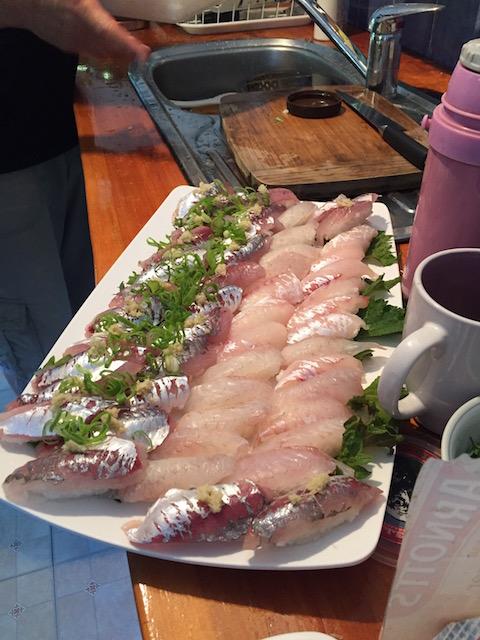 寿司シェフが登場し、持参した寿司飯とネタで握ってくれました!!