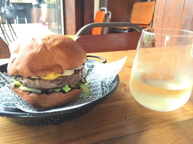 burgerburger-newmarket classicburger and wine