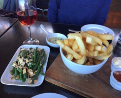 neighbourhood cafe kingsland green and chips