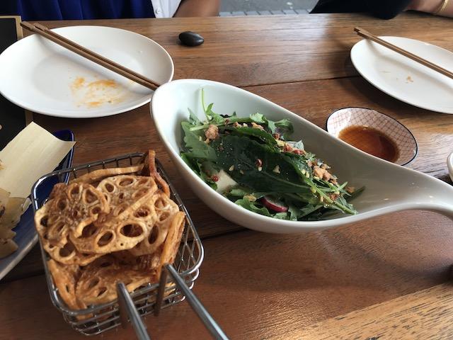gyoza bar 201804 salad renkon chips