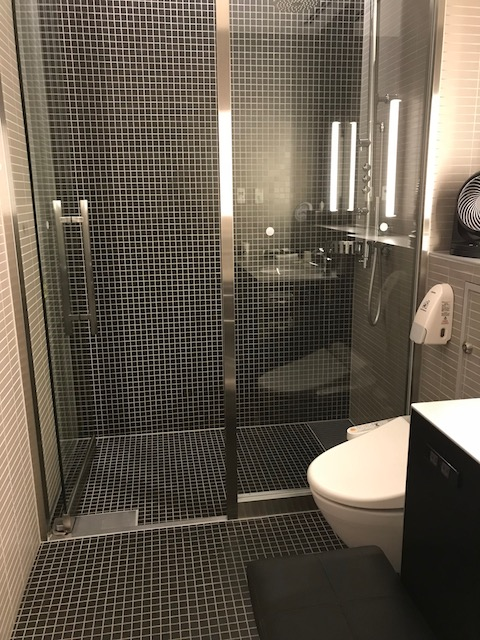haneda 201810 ana lounge shower