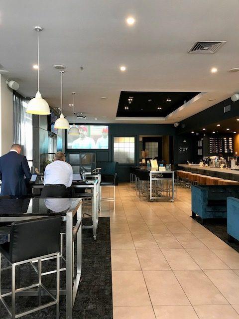 cut 201906 lounge bar