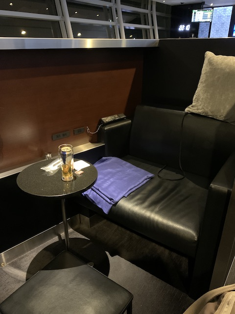 ana suite lounge 202006 box seat