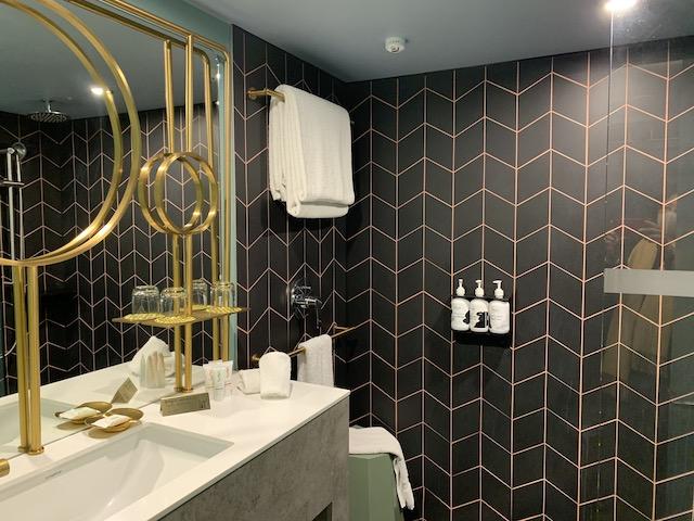 isolation hotel nz 2020 bathroom
