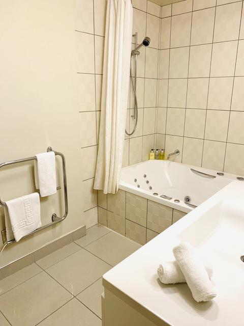 chc 202106 spa bath